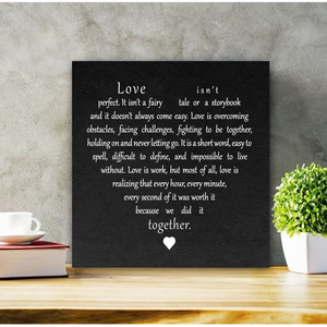 Love isn't perfect 30x30 cm fekete vagy fehér fa tábla, Otthon & Lakás, Táblakép, Dekoráció, Famegmunkálás, Festett tárgyak, Meska