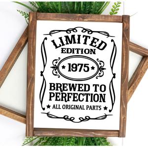 Limited edition 30x20 cm fa tábla, Otthon & lakás, Lakberendezés, Falikép, Dekoráció, Kép, Famegmunkálás, Festett tárgyak, Kézzel készített fa tábla:\n\nalap: fenyő,\nfehér háttérfestés,\nfekete betűk.\n\n(barna fenyő keret külön..., Meska