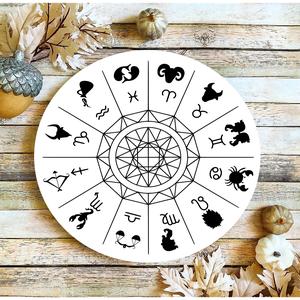 Horoszkóp 30 cm fa tábla, Otthon & Lakás, Dekoráció, Táblakép, Famegmunkálás, Festett tárgyak, Kézzel készített fa tábla:\n\n- alap: nyírfa,\n- fehér háttérfestés,\n- fekete betűk,\n- akasztó.\n\nAz ala..., Meska