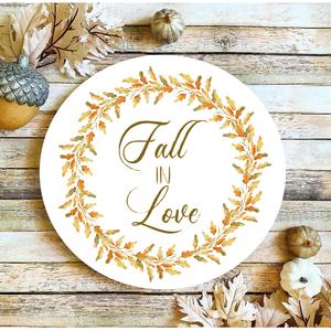 Fall in love 30 cm fa tábla, Otthon & Lakás, Dekoráció, Táblakép, Famegmunkálás, Festett tárgyak, Kézzel készített fa tábla:\n\n- alap: nyírfa,\n- fehér háttérfestés,\n- őszi színek,\n- akasztó.\n\nAz alap..., Meska
