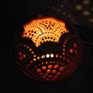 Sárga-narancs mécses, Otthon & Lakás, Lámpa, Hangulatlámpa, Kerámia, A mécses színe a sárgából fokozatosan átvált narancsba. Magassága 15 cm, átmérője a legnagyobb széle..., Meska
