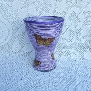 Lila váza fonaldekorral, Váza, Dekoráció, Otthon & Lakás, Decoupage, transzfer és szalvétatechnika, Mindenmás, Fonaldekorral és  decoupage technikával feldíszítettem.  A váza kb. 20 cm-es.\n\nA legvégén decoupage ..., Meska