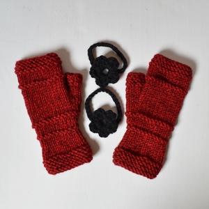 Fekete rózsa - puha, meleg, bordó melange fonalból készült kötött romantikus kézmelegítő levehető virág dísszel. (Taffa) - Meska.hu