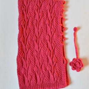 Pink levél - kötött levélmintás kapucni sapka elöl virágdísszel. Jöhet a hideg tél! (Taffa) - Meska.hu