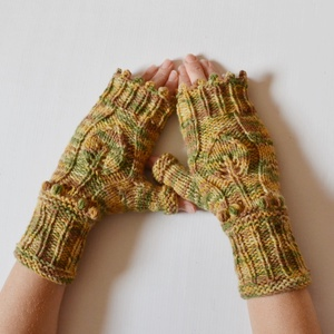 Fa a természetben - plasztikus mintás kötött kézmelegítő természetes, natúr színekből, puha fonalból (Taffa) - Meska.hu