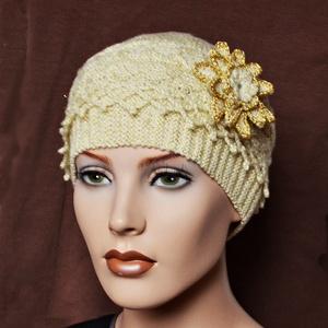 """Gatsby - vintage sapka pezsgő színben arany színű szállal. Különleges, egyedi sapka fonott mintával., Ruha & Divat, Sál, Sapka, Kendő, Sapka, """"A nagy Gatsby"""" stílusában terveztem ezt az ünnepi, kézzel kötött sapkát, mely pezsgő színű fonalból..., Meska"""
