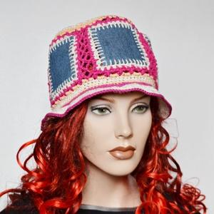 Jeans upcycled bucket hat - horgolt vödör kalap újrahasznosított farmerből - nyári kalap, Ruha & Divat, Sál, Sapka, Kendő, Kalap, Horgolás, Újrahasznosított alapanyagból készült termékek, Farmernadrág anyagát hasznosítottam újra ehhez a nyári horgolt kalaphoz. \nVödör kalap fazonú - bucke..., Meska