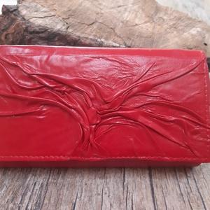 Fa mintájú piros női bőr pénztárca, Táska, Divat & Szépség, Táska, Pénztárca, tok, tárca, Pénztárca, Bőrművesség, Varrás, Ez a bőr pénztárca brifkó jellegű, alapanyaga bőr: a felszíni rész az a valódi piros színű bőr\n, a b..., Meska