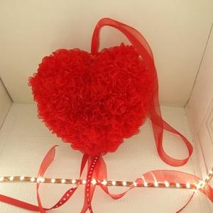 Valentín napi szív, Egyéb, Mindenmás, 200db organza szalagból készített virággal díszített szív.\nFelkasztható. Mérete: 20x20 cm., Meska