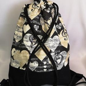 Zsinóros hátizsák, Táska & Tok, Hátizsák, Hátizsák, Varrás, Fekete kottamintás zsinóros hátizsák.\nFrontja pamutvászon és fekete vászon anyagból van.\nKözbéléssel..., Meska