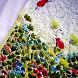 Pillangós kézzel festett tűzött falikép, Dekoráció, Otthon & lakás, Kép, Lakberendezés, Festészet, Varrás, Természetese pamuttextilből készült quilt falikép virág és pillagómotívumokkal.\nA falikép három réte..., Meska