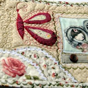 Pillangós kislányos  textilkép, gyerekszoba dekoráció, Dekoráció, Otthon & lakás, Kép, Képzőművészet, Textil, Festészet, Hímzés, Pillangós, kislányos textilkép, kedves kis tavaszi dekoráció. \n\nA kép quilt technikával készült.\nVid..., Meska