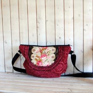 Angolkert- rózsás romantikus kord táska  Azonnal vihető!, Vállon átvethető táska, Kézitáska & válltáska, Táska & Tok, Varrás, Nagyon szép  romantikus rózsás textillel díszített kordbársony táska.\nGyönyörű bordó kordból készült..., Meska
