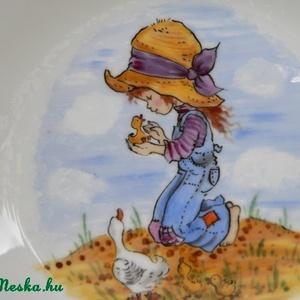 Holly Hobbie, Gyerek & játék, Otthon & lakás, Konyhafelszerelés, Bögre, csésze, Kerámia, 4 részes bézs alapszínű kerámia gyermek étkészlet,saját kézzel festve,kislányos mintával.\n\nMagasságu..., Meska