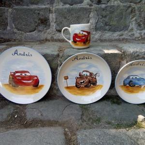 Autós gyermek étkészlet, Gyerek & játék, Konyhafelszerelés, Otthon & lakás, Bögre, csésze, Kerámia, 4 darabból álló autós kerámia étkészlet,bézs alapszínű.\nMagastüzű kerámia alapra porcelán festékkel ..., Meska