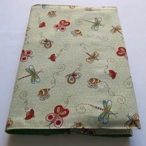 Textil könyvborító, Otthon & Lakás, Könyv- és füzetborító, Papír írószer, Pamutvászonból készült ez a vidám, nyári mezőt idéző textil könyvborító. Mérete: 21x40 cm (kiterítve..., Meska