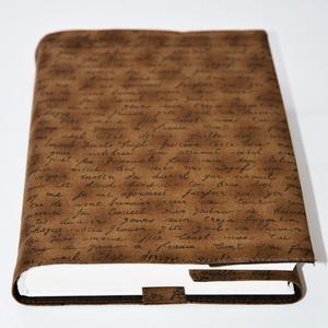 Textil könyvborító, Otthon & Lakás, Könyv- és füzetborító, Papír írószer, Designer pamutvászonból készült ez a kézírás mintás textil könyvborító. Mérete: 21x39 cm (kiterítve)..., Meska