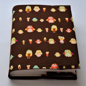 Textil könyvborító, Otthon & Lakás, Könyv- és füzetborító, Papír írószer, Designer pamutvászonból készült ez a bagoly mintás textil könyvborító. Mérete: 21x40 cm (kiterítve)...., Meska