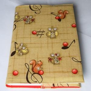 Textil könyvborító, Otthon & Lakás, Könyv- és füzetborító, Papír írószer, Pamutvászonból készült ez a vidám, színes egérkés és mókusos textil könyvborító. Mérete: 21x40 cm (k..., Meska