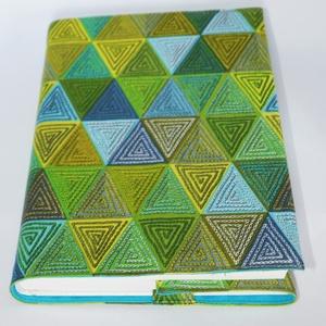 Textil könyvborító, Otthon & Lakás, Papír írószer, Könyv- és füzetborító, Designer pamutvászonból készült ez a mintás textil könyvborító. Mérete: 21x40 cm (kiterítve). A jobb..., Meska