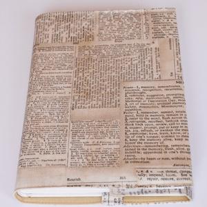 Újságpapír mintás textil könyvborító, Otthon & Lakás, Könyv- és füzetborító, Papír írószer, Pamutvászonból készült ez az újságpapír mintás textil könyvborító. Mérete: 21x40 cm (kiterítve). A j..., Meska