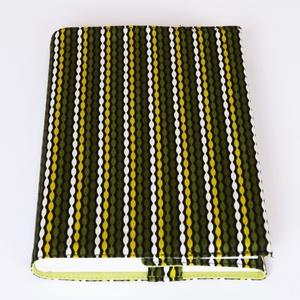 Textil könyvborító, Otthon & Lakás, Könyv- és füzetborító, Papír írószer, Designer pamutvászonból készült ez a vidám, színes textil könyvborító. Mérete: 21,5x40 cm (kiterítve..., Meska