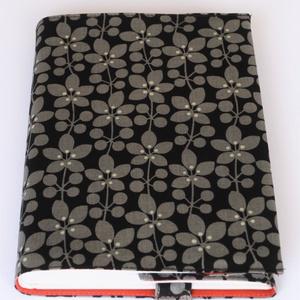 Textil könyvborító, Otthon & Lakás, Könyv- és füzetborító, Papír írószer, Designer pamutvászonból készült ez a virágmintás textil könyvborító. Mérete: 21,5x40 cm (kiterítve)...., Meska