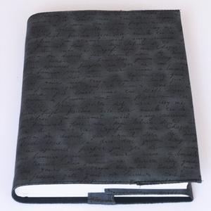 Textil könyvborító, Otthon & Lakás, Könyv- és füzetborító, Papír írószer, Designer pamutvászonból készült ez a kézírás mintás textil könyvborító. Mérete: 21,5x40 cm (kiterítv..., Meska