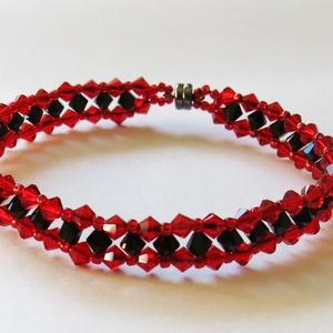 Vörös és fekete Swarovski kristály karkötő, Ékszer, Gyöngyös karkötő, Karkötő, Vörös és fekete 4 mm-es Swarovski kristályból és japán kásagyöngyből fűzött elegáns karkötő a kristá..., Meska
