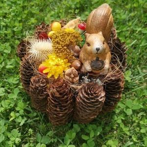 Toboz koszorú alapra készült őszi asztaldísz mókussal, Asztaldísz, Dekoráció, Otthon & Lakás, Mindenmás, Tündéri asztaldísz készült egy kerámia mókussal a tetején, toboz koszorú alappal\n\nMérete:20 cm átmér..., Meska