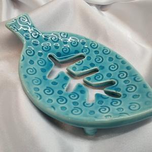Kék színű szappantartó, Otthon & Lakás, Fürdőszoba, Szappantartó, Kerámia, Szappantartó, mely a fürdőszoba éke lehet. Egyedi tervezésű, kézzel készült, akvamarin-repedezett, k..., Meska