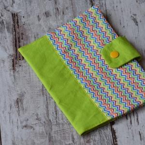 Cikk-cakk egészségügyi könyvborító, Gyerek & játék, Baba-mama kellék, Babák egészségügyi kis könyvére készült textilborító, mely a könyvet megvédi a koszolódástól és gyűr..., Meska