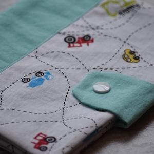 Járműves egészségügyi könyvborító, Gyerek & játék, Baba-mama kellék, Babák egészségügyi kis könyvére készült textilborító, mely a könyvet megvédi a koszolódástól és gyűr..., Meska