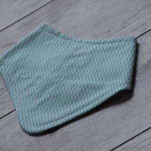 Menta, cikk- cakk nyálkendő, Gyerek & játék, Baba-mama kellék, Praktikus, könnyen mosható nyálkendő babáknak. Az egyik oldala pamutvászon, amely oeko- tex tanúsítv..., Meska