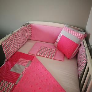 Rózsaszín U alakú rácsvédő, Gyerek & játék, Baba-mama kellék, Egyedi rácsvéd U alakú kivitelben. A rácsvédő szürke és halvány rózsaszín pamutvászonból lett elkész..., Meska