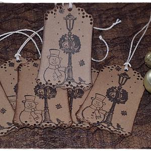 Vintage karácsonyi ajándékkísérő, Karácsonyi csomagolás, Karácsony & Mikulás, Otthon & Lakás, Papírművészet, Vintage karácsonyi ajándékkísérő\n\nA feltüntetett ár egy csomagra vonatkozik, mely 5 db-ot tartalmaz...., Meska