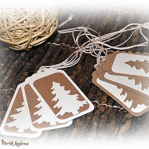 Karácsonyi fenyőfás ajándékkísérő, Karácsonyi csomagolás, Karácsony & Mikulás, Otthon & Lakás, Papírművészet, Karácsonyi fenyőfás ajándékkísérő\n\nA feltüntetett ár egy csomagra vonatkozik, mely 6 db-ot tartalmaz..., Meska