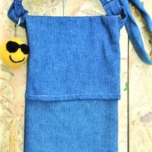 Smile táska, Táska, Divat & Szépség, Táska, Szatyor, Varrás, Farmerből készült, igazából két funkciós táska. Ha nincs sok belevalód, akkor ez elejét lehajthatod,..., Meska