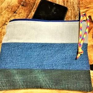 3 színű neszi, Táska, Divat & Szépség, Táska, Neszesszer, Varrás, 3 színkombinációjú farmer anyagból készítettem neszit,  kék pamutvászonnal béleltem, cipzáros.\nMéret..., Meska