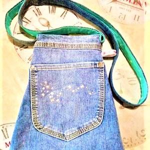 Köves tasi, Táska, Divat & Szépség, Táska, Szatyor, Varrás, Kis apró kövekkel kirakott farmer zsebet használtam fel ehhez a kis táskához, egyterű, de a külső zs..., Meska