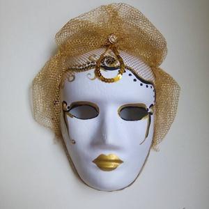 Álarc arany, Farsang, Ünnepi dekoráció, Dekoráció, Otthon & lakás, Festett tárgyak, Varrás, 18x24 cm-es álarc. Az álarc papír alapra készült, melyet arany és fekete akril festékkel festettem. ..., Meska