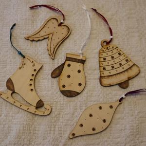 Karácsonyfadísz csomag, Karácsony & Mikulás, Karácsonyfadísz, Gravírozás, pirográfia, Pirográffal díszített lézervágott karácsonyfadíszek. Felakaszthatod akár ajtóra, ablakra, karácsonyf..., Meska