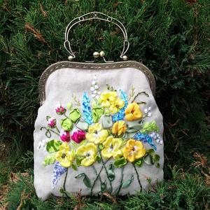 Kézitáska, sárga virágokkal., Táska & Tok, Kézitáska & válltáska, Kézitáska, Hímzés, Varrás, Kézitáska, sárga virágokkal.\nHímzés szatén szalaggal.\nTakan vászon, természetes színű.\nBelül egy sza..., Meska