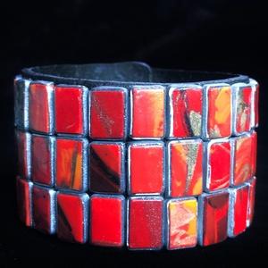 Piros korall karkötő, Ékszer, Széles karkötő, Karkötő, Kézzel készített,egyedi,piros korallutánzat berakású,antik hatású karkötő polymer clay-ből. Az alap ..., Meska