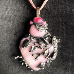 Antik hatású szív nyaklánc, Ékszer, Medálos nyaklánc, Nyaklánc, Kézzel készített,egyedi,antik hatású nyaklánc polymer clay-ből,ezüstözött akasztóval, rózsaszínű, ka..., Meska