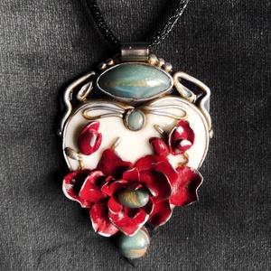 Antik hatású virágos nyaklánc, Ékszer, Medálos nyaklánc, Nyaklánc, Kézzel készített,egyedi,romantikus stílusú,antik hatású virágos nyaklánc polymer clay-ből. Nemesacél..., Meska