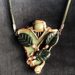Antik hatású ornamentikás nyaklánc, Ékszer, Medálos nyaklánc, Nyaklánc, Kézzel készített,egyedi,antik hatású, Art Nouveau stílusú nyaklánc polymer clay-ből. Indás levelekke..., Meska