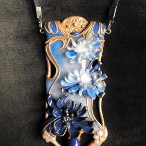 Kék virágos Art Nouveau nyaklánc, Ékszer, Medálos nyaklánc, Nyaklánc, Kézzel készített,egyedi,antik hatású,Art Nouveau stílusú,különleges medál polymer clay-ből,kék bárso..., Meska