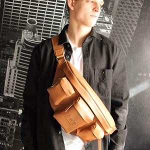 tatu hatalmas férfi oldaltáska hátitáska, Táska & Tok, Hátizsák, Hátizsák, Bőrművesség, Varrás, tatu design - férfi hátitáska/oldaltáska\nHatalmas keresztben hordható hátizsák.\n\nKényelmes széles vá..., Meska