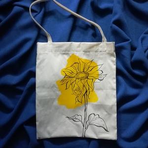 """Natúr színű vászontáska \""""Virág2\"""" mintával, Táska, Táska, Divat & Szépség, Válltáska, oldaltáska, Szatyor, Varrás, Mindenmás, Natúr színű vászon anyagból, kézzel varrt táska.\nA táskára a minta kézzel festett, textilfesték felh..., Meska"""